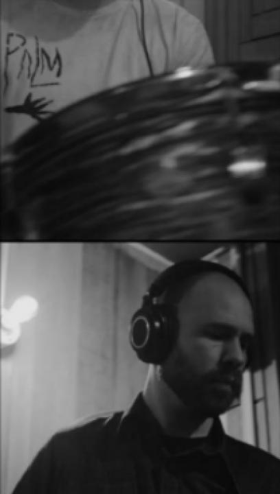 Frame dal videoclip Feel Good