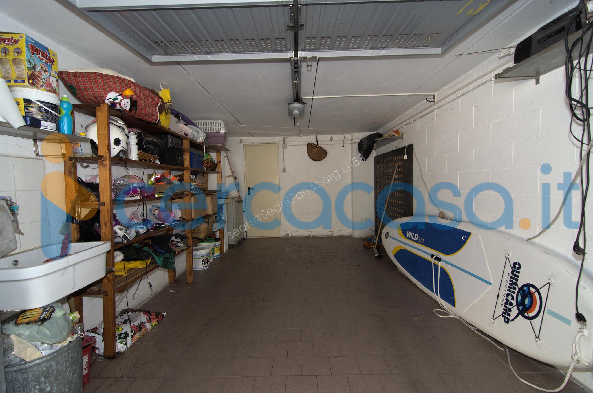 _appartamento-__0028114-m__00b2-ca__0029-con-ingresso-indipendente__002c-salone__002c-cucina__002c-2-camere__002c-3-terrazze__002c-garage-a-_san-_rocco__002c-_piombino-__0028_l_i__0029-__00b7-249__002e000-__20ac