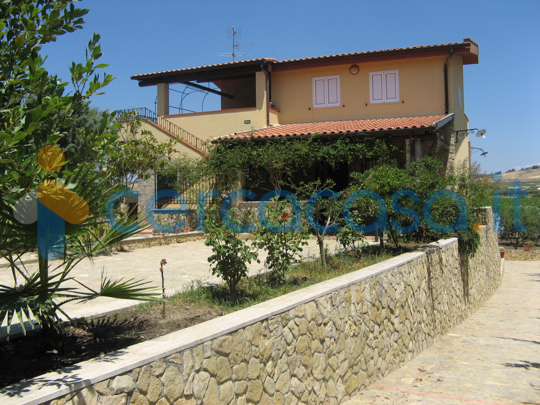 _villa-_tri__002dfamiliare