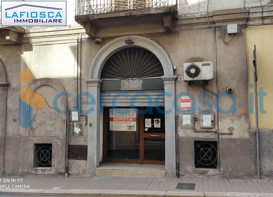 _l_a_f_i_o_s_c_a-__2013-_locale-commerciale