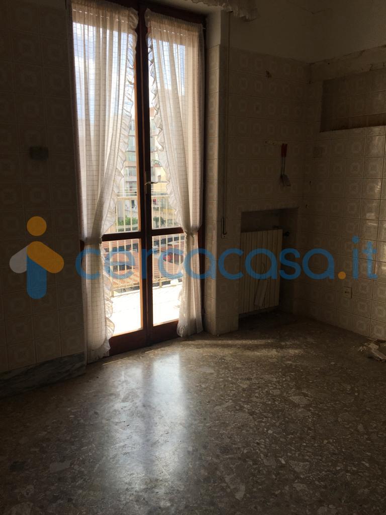 _via-_umbria-angolo-via-_campania-__002d-luminoso-plurivani