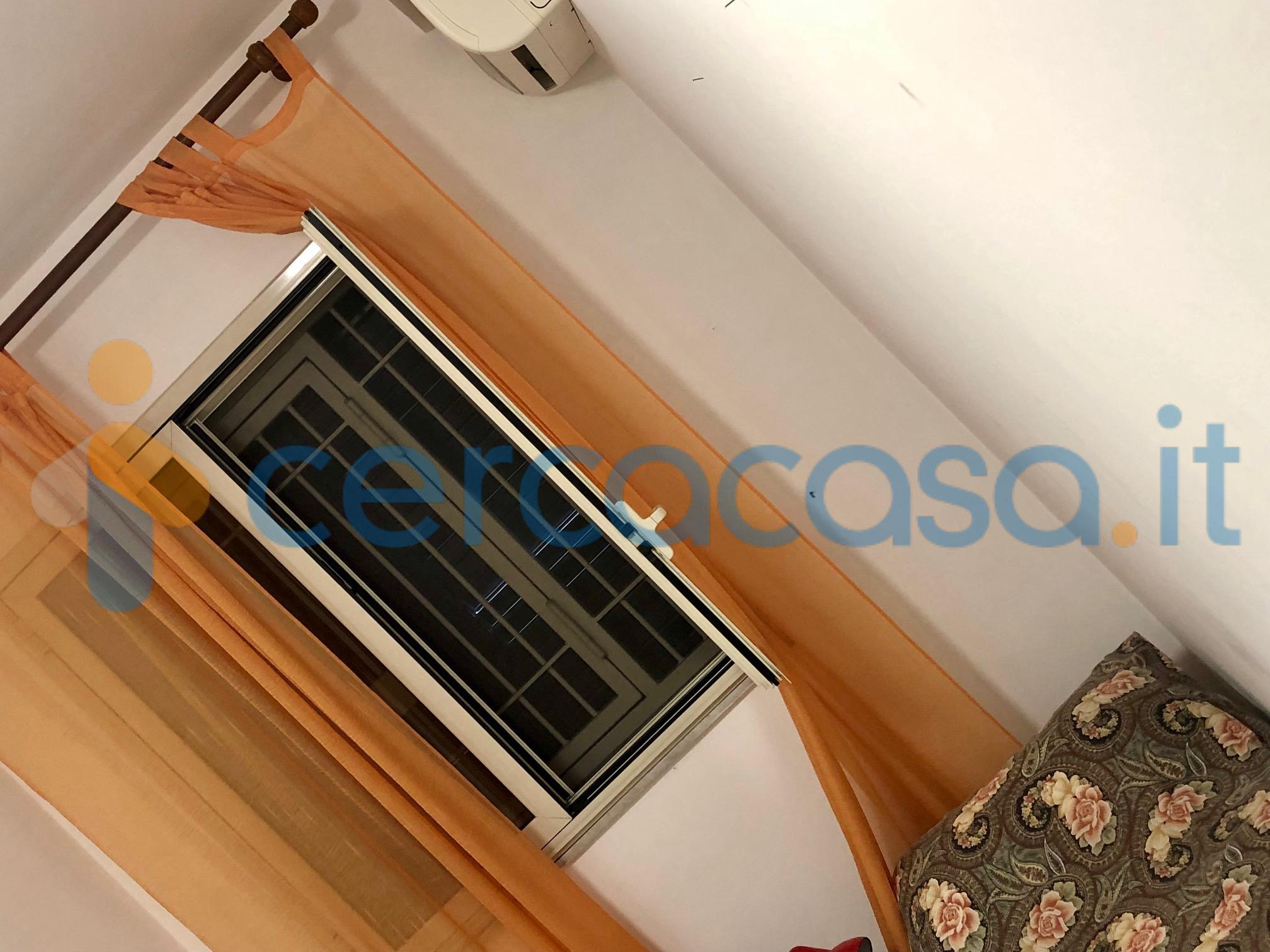 _c_o_d-2602-_acicastello-centro-affittasi-appartamento-3__002c5-vani-arredato