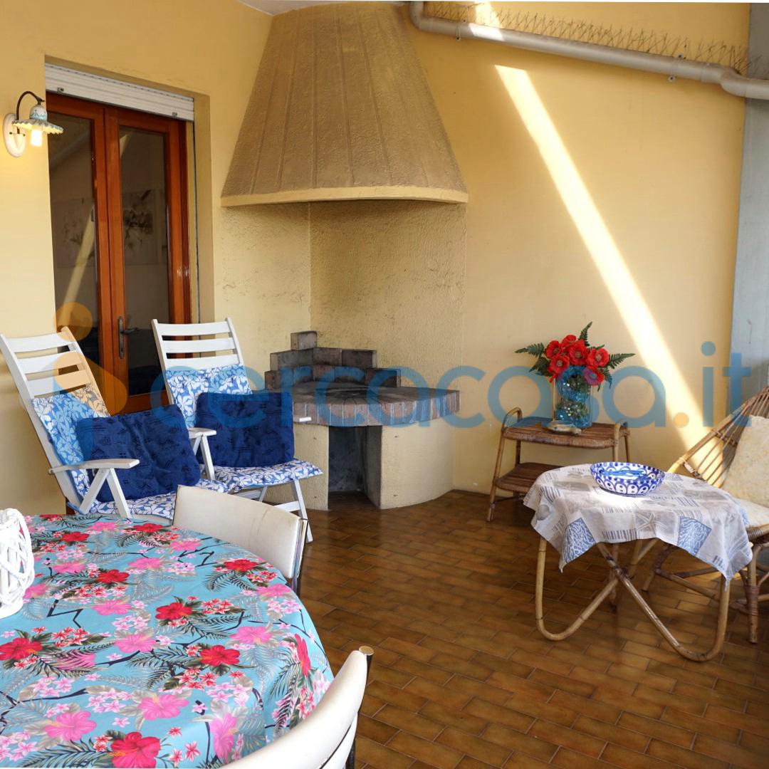 _c_o_l_o_m_b_o-attico-tre-camere-quattro-terrazze-fronte-darsena