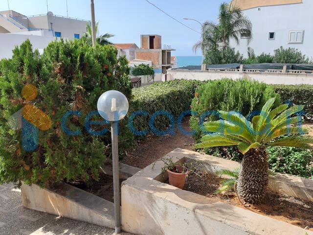 _villa-con-giardino-zona-spiaggette-a-_scoglitti